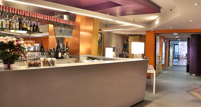 Lounge bar bwp executive hotel and suites turin 4 star for Designhotel turin