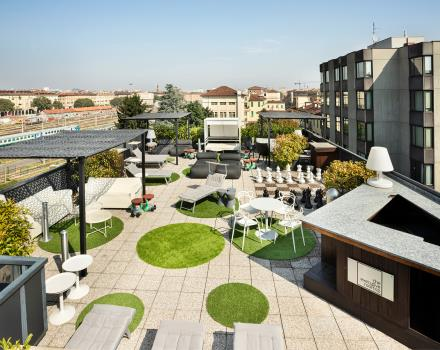 Al BW Plus Executive Hotel and Suites ti aspetta un rooftop attrezzato con vasca idromassaggio