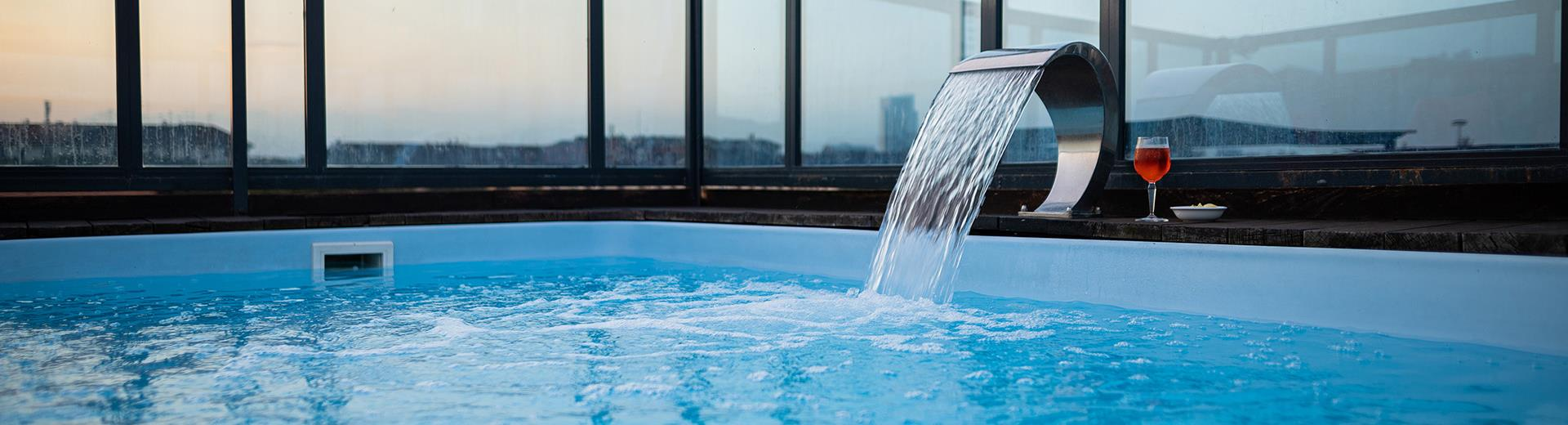 Sul rooftop del BW Plus Executive Hotel and Suites trovi jacuzzi e area relax