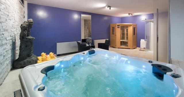 Treat you well in our new Vitamins Wellness come to relax and pamper you. After a long day of work or sightseeing you can give yourself the luxury of a large and heated hot tub relaxation area with a sauna and shower available a Kit of Bath robe, slippers, and deluxe body cream Shampoo at €12 only hire slippers €2 ; only €6 without reservation the bathrobe rental Vitamins Wellness is open from 1 October to 31 May. Monday & #236; Saturday from 17.30 at 21.00 From 1 June to 30 September is open the terrace roof top mode off with small Jacuzzi pool.
