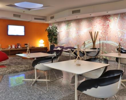 Lounge bar bwp executive hotel and suites turin 4 star for Hotel design torino
