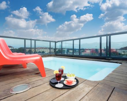 Hotel With Jacuzzi And Roof Garden In Downtown Turin